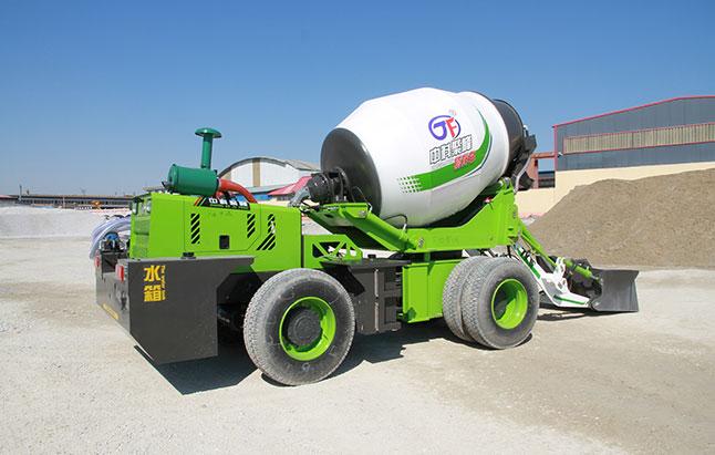 自上料混凝土搅拌车与大型搅拌车的区别?